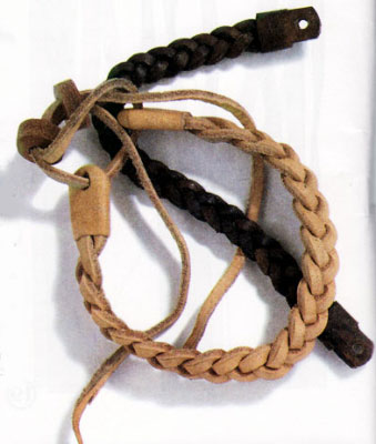 1. Вырежьте три шнура длиной